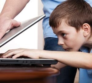 kid-on-internet