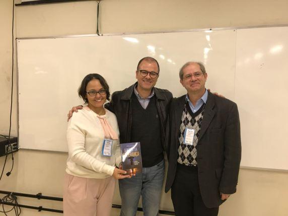 Professora Patrícia e o coordenador Osvaldo D'Estafano Rosica junto com o autor